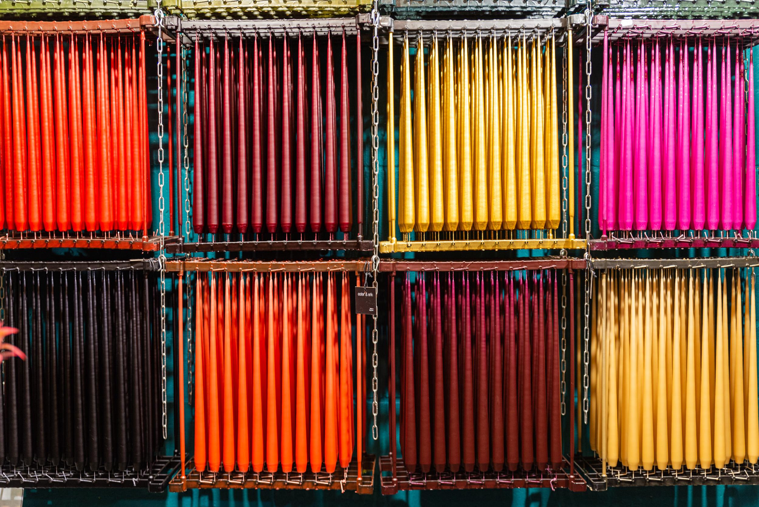 Hangende gekleurde kaarsen